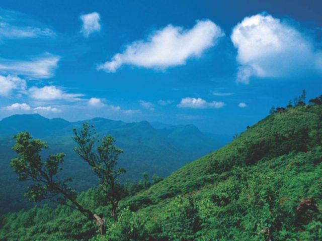 https://www.karnatakatravel.com/wp-content/uploads/2019/11/honeymooners_paradise-640x480.jpg
