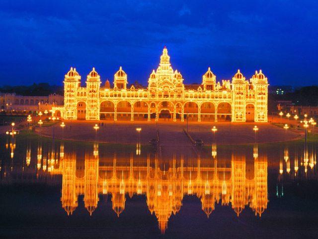 https://www.karnatakatravel.com/wp-content/uploads/2019/11/mysore_dasara_tour-640x480.jpg