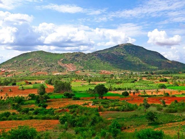 https://www.karnatakatravel.com/wp-content/uploads/2019/11/nandi_hills-640x480.jpg