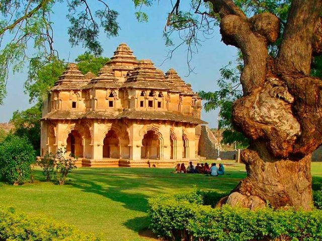 https://www.karnatakatravel.com/wp-content/uploads/2019/11/north_karnataka-640x480.jpg