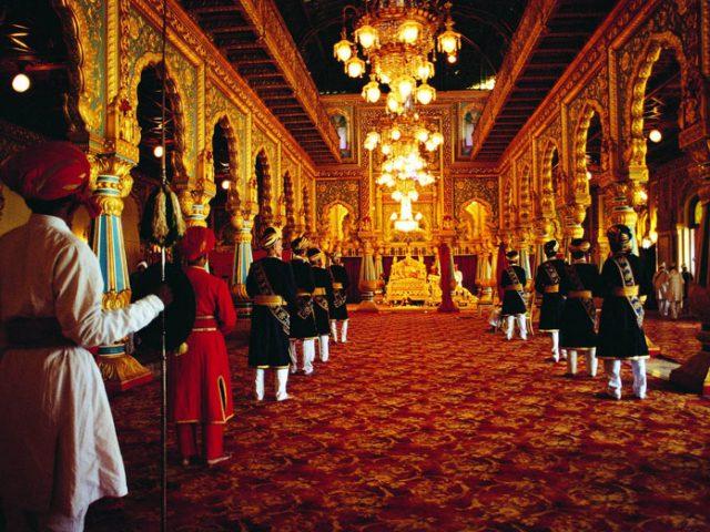 https://www.karnatakatravel.com/wp-content/uploads/2019/11/royal_mysore-640x480.jpg