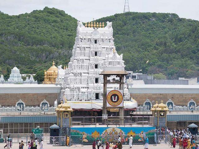 https://www.karnatakatravel.com/wp-content/uploads/2019/11/tirupathi_darshana-640x480.jpg